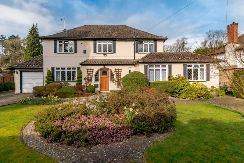 5 Bedrooms Detached House for sale in Valley Road, Rickmansworth Herts WD3