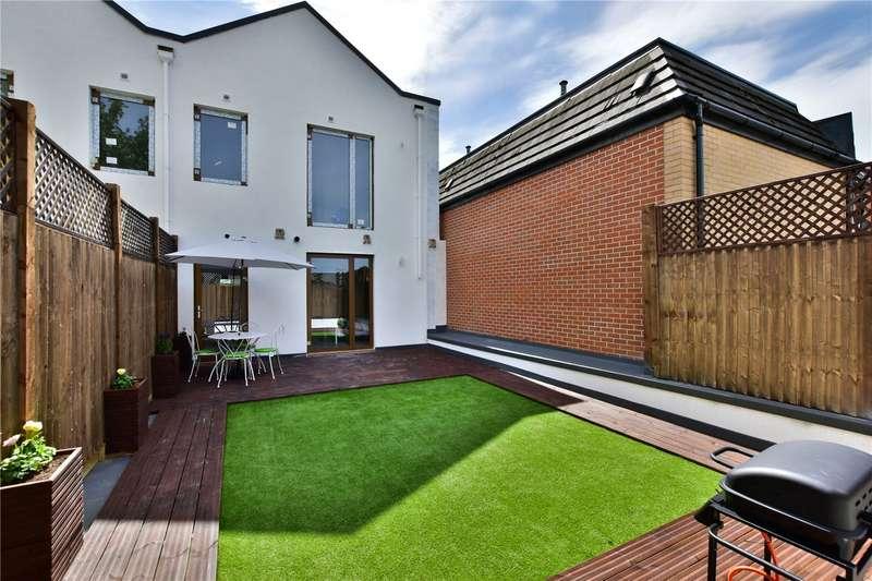 3 Bedrooms Maisonette Flat for sale in Aldenham Road, Bushey, WD23
