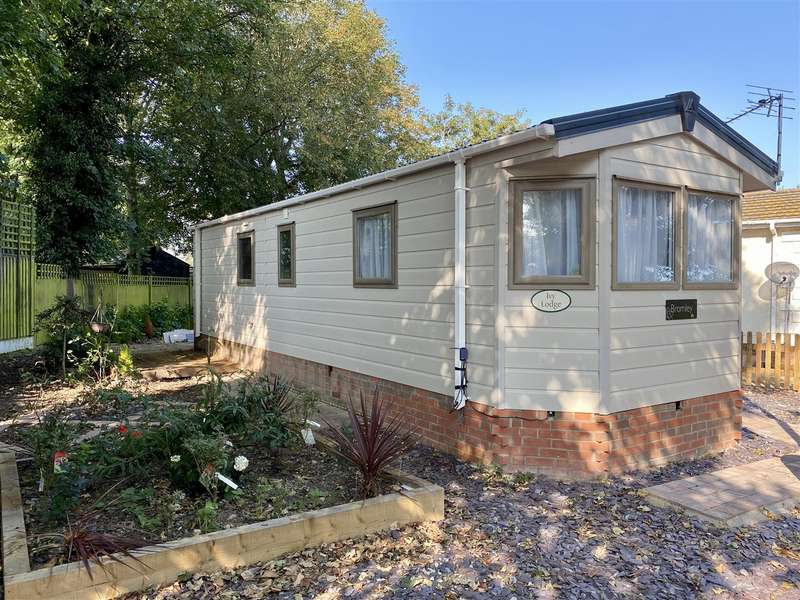1 Bedroom Bungalow for sale in Pear Tree Manor, Wainfleet Bank, Wainfleet, Skegness
