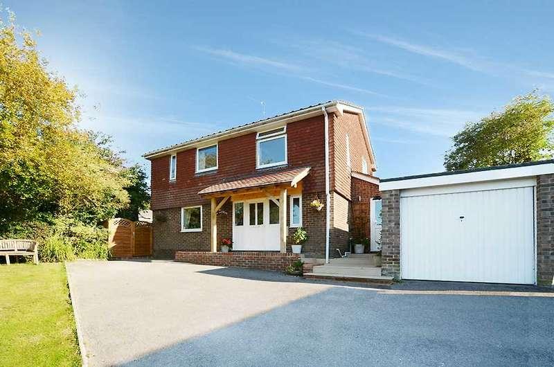 3 Bedrooms Detached House for sale in Arle Gardens, Alresford