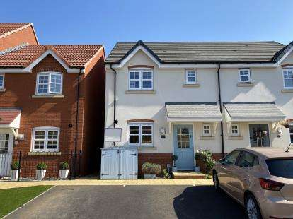 3 Bedrooms Semi Detached House for sale in Fauld Drive Kingsway, Quedgeley, Gloucester, Gloucestershire
