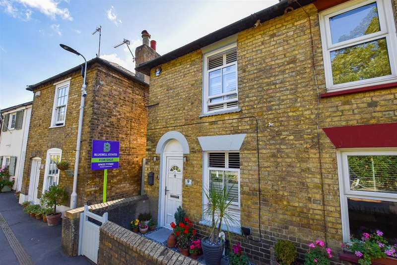 2 Bedrooms End Of Terrace House for sale in Rochester Road