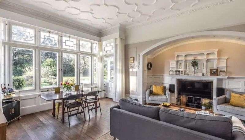 2 Bedrooms Property for sale in Camden Park Road, Chislehurst