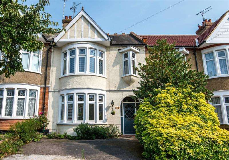 3 Bedrooms Terraced House for sale in Brunswick Road, Southend-on-Sea, Essex, SS1