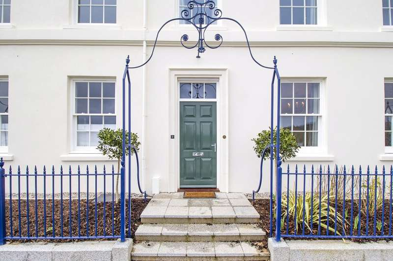 4 Bedrooms Terraced House for sale in Royal Crescent, Trevethow Riel, Truro
