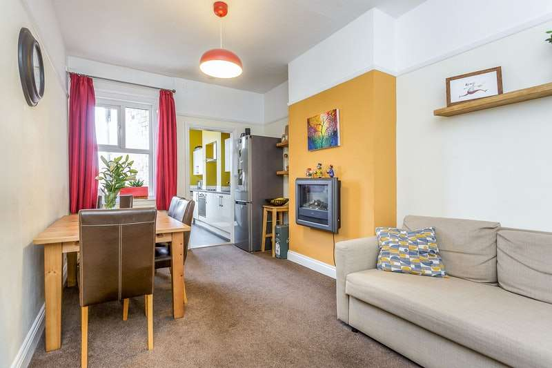 2 Bedrooms Flat for sale in Laburnum Grove, Portsmouth, Hampshire, PO2
