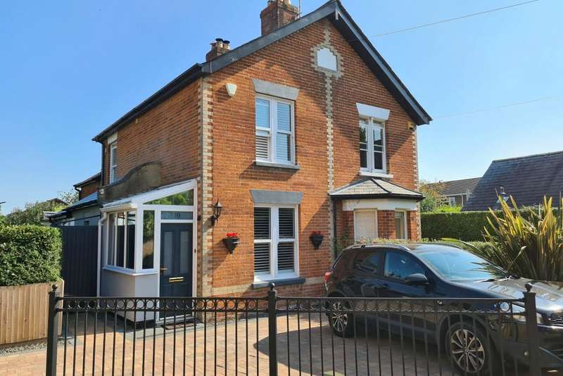 3 Bedrooms Semi Detached House for sale in Gravel Lane, Ringwood, BH24 1LN