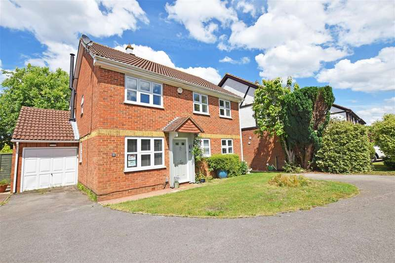 4 Bedrooms Detached House for sale in Lamplighters Close, Hempstead, Gillingham