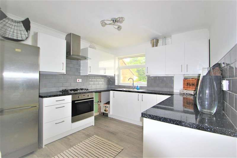 2 Bedrooms Flat for sale in Lambourne Road, Chigwell, Essex, IG7 6ET