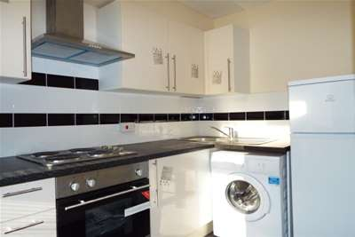 2 Bedrooms Flat for rent in Heron House, High Street, Haverhill