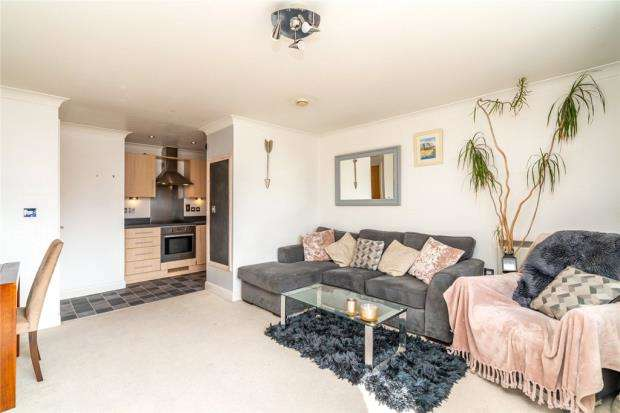 2 Bedrooms Apartment Flat for sale in Orchard Place, Southampton, Hampshire
