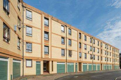3 Bedrooms Flat for sale in Middlesex Gardens, Glasgow, Lanarkshire