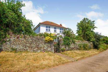 4 Bedrooms Detached House for sale in Quarry Barton, Hambrook, Bristol, Gloucestershire