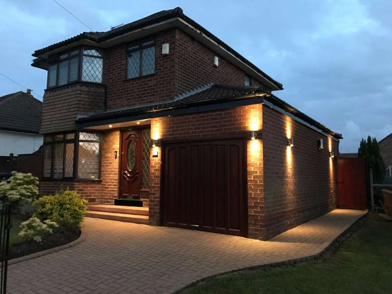 3 Bedrooms Detached House for sale in Ashbrook Avenue, Denton, Manchester, Greater Manchester, M34