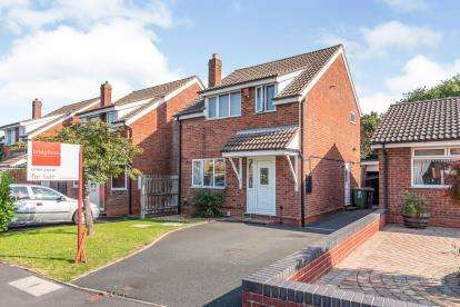 3 Bedrooms Detached House for sale in Ridge Way, Hixon, Stafford, Staffordshire