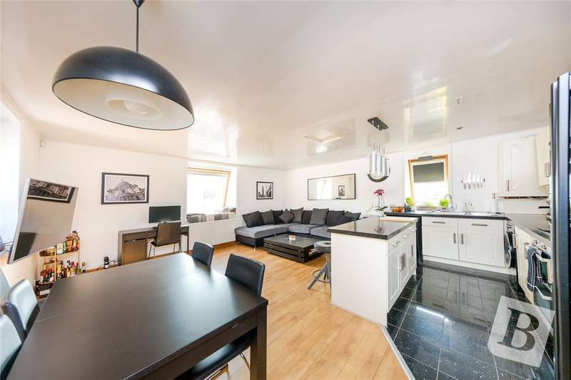 2 Bedrooms Apartment Flat for sale in Myrtle Road, Warley, Brentwood, CM14