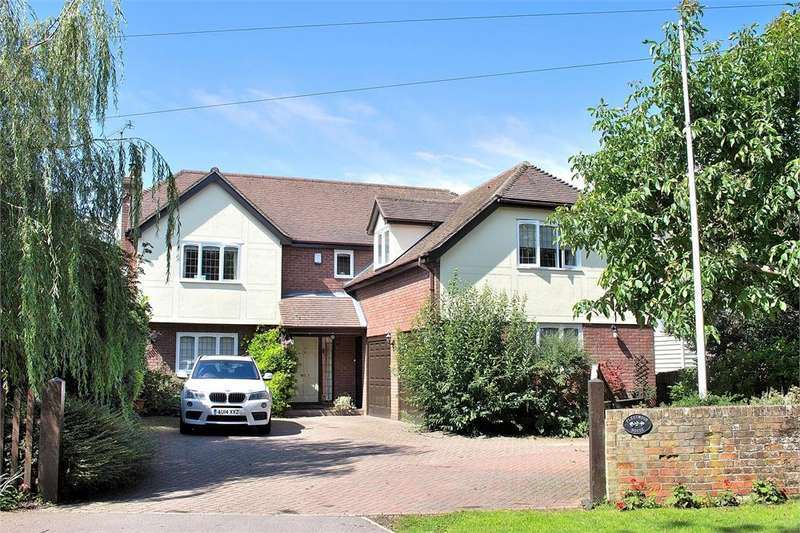 5 Bedrooms Detached House for sale in Chelmsford Road, Felsted