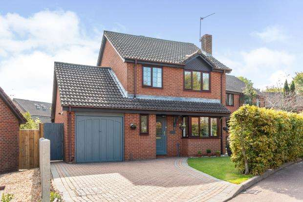 3 Bedrooms Detached House for sale in Hatch Warren, Basingstoke, Hampshire