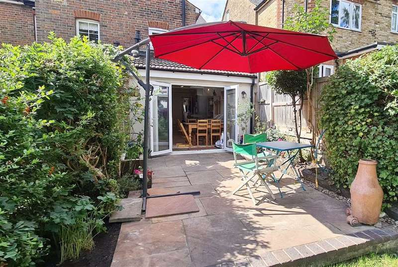 2 Bedrooms End Of Terrace House for sale in KINGS LANGLEY, Hertfordshire