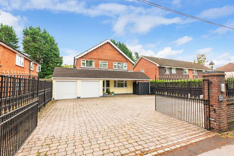 5 Bedrooms Detached House for sale in Cove Road, Fleet