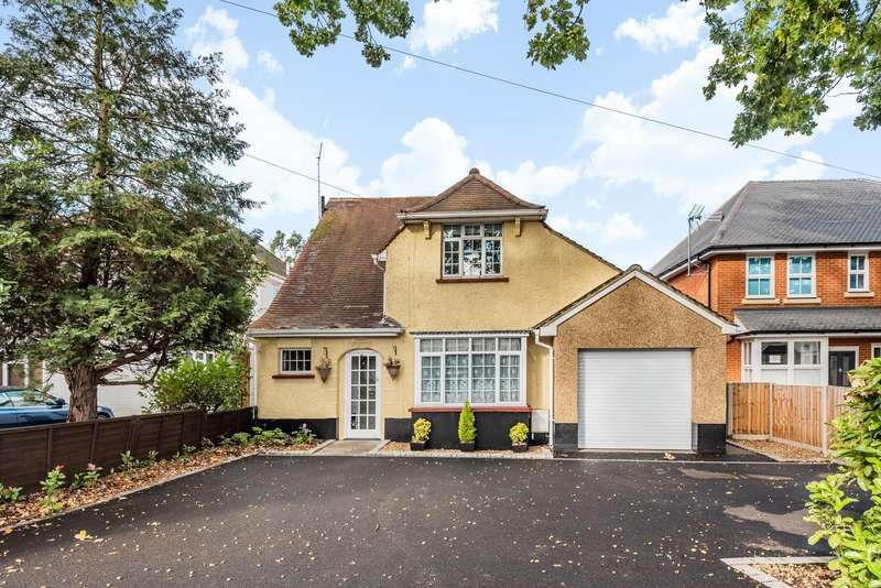 3 Bedrooms Detached House for sale in New Haw Road, Addlestone, KT15