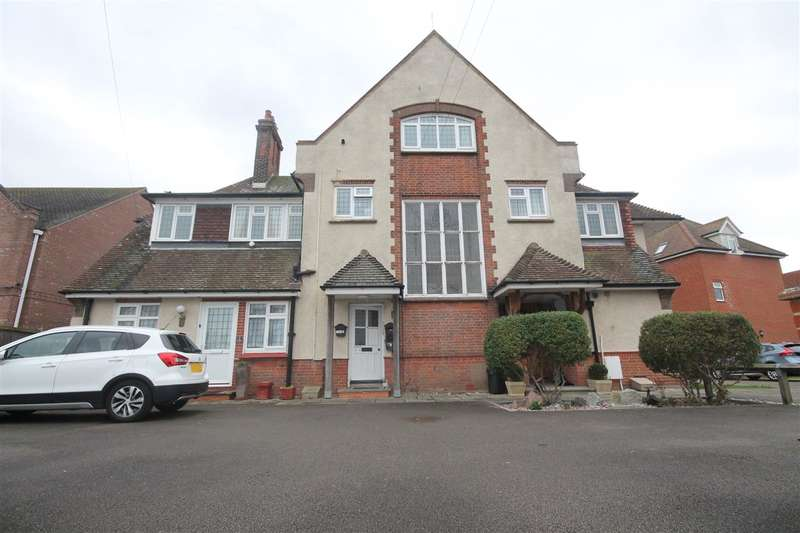 2 Bedrooms Apartment Flat for sale in Welwyn Court, Wash Lane, Clacton on Sea