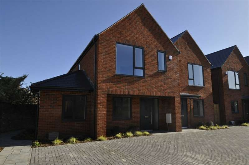 3 Bedrooms Semi Detached House for sale in Station Gate, Christchurch Road, RINGWOOD, Hampshire
