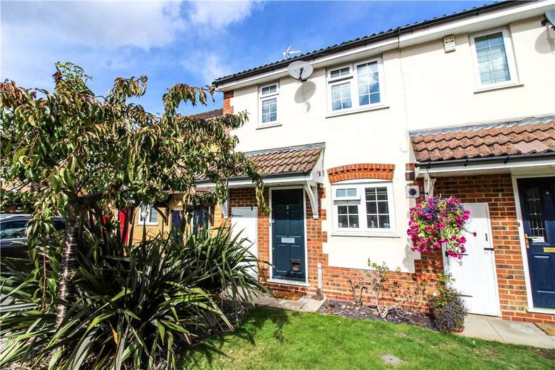 2 Bedrooms Terraced House for sale in Holly Acre, Yateley, Hampshire, GU46