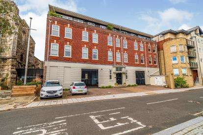2 Bedrooms Flat for sale in 1 Lower Canal Walk, Southampton, Hampshire