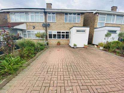 4 Bedrooms Semi Detached House for sale in Hornchurch, Essex, .