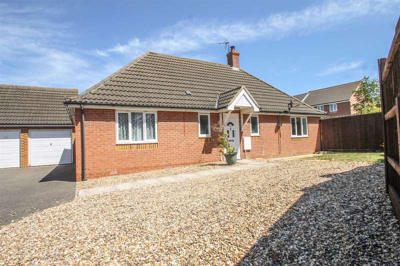 3 Bedrooms Detached Bungalow for sale in Freshwater Lane, Great Clacton