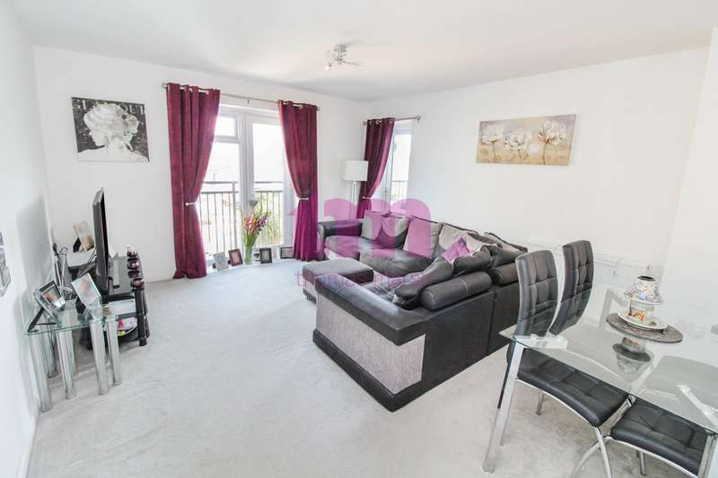 2 Bedrooms Flat for sale in The Chase, Grays