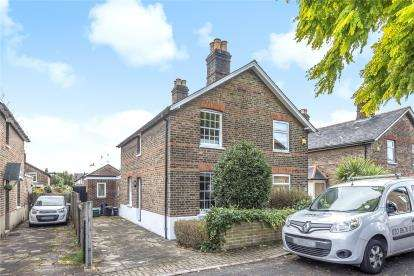 2 Bedrooms Semi Detached House for sale in Edward Road, London