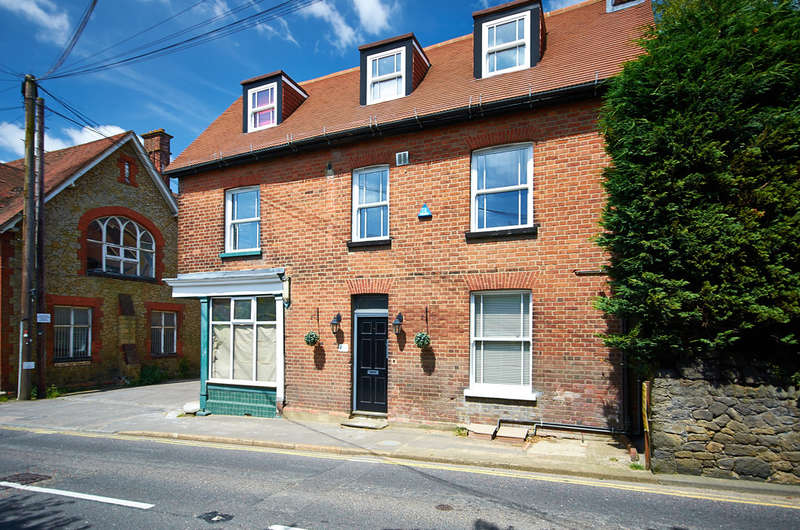 1 Bedroom Ground Flat for sale in Westerham, Kent
