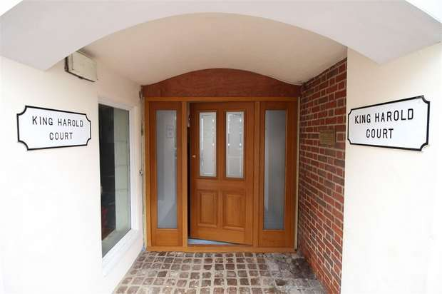 1 Bedroom Flat for rent in King Harold Court, Sun Street, Waltham Abbey, Essex