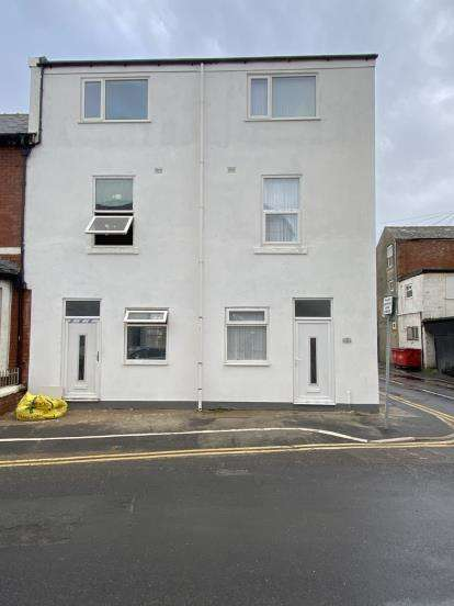 3 Bedrooms Terraced House for sale in Crystal Road, Blackpool, Lancashire, FY1