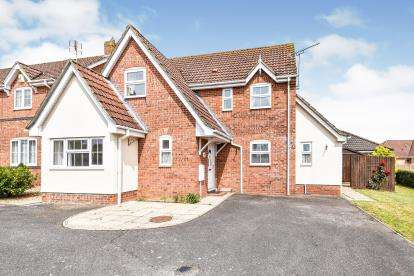 5 Bedrooms Detached House for sale in Swaffham