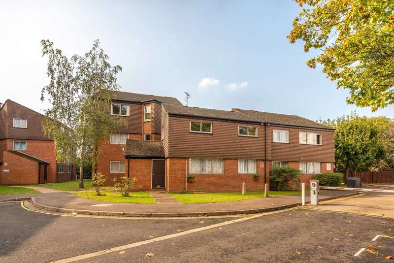 2 Bedrooms Flat for sale in Cranston Close, Hounslow, TW3