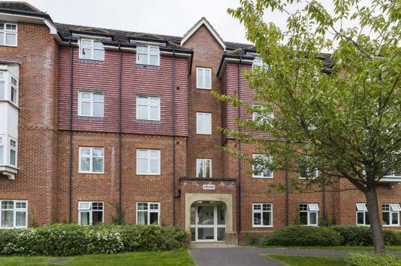 2 Bedrooms Flat for sale in The Hollies, Mapledurwell, Basingstoke