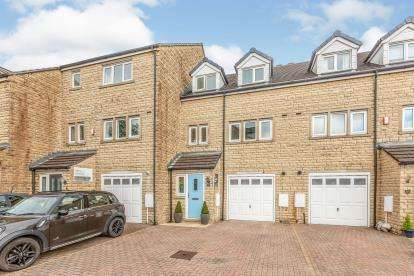 4 Bedrooms Terraced House for sale in Holmefield Gardens, Barrowford, Lancashire, ., BB9