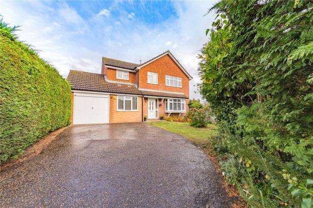 4 Bedrooms Detached House for sale in Greenways, Feering, Colchester