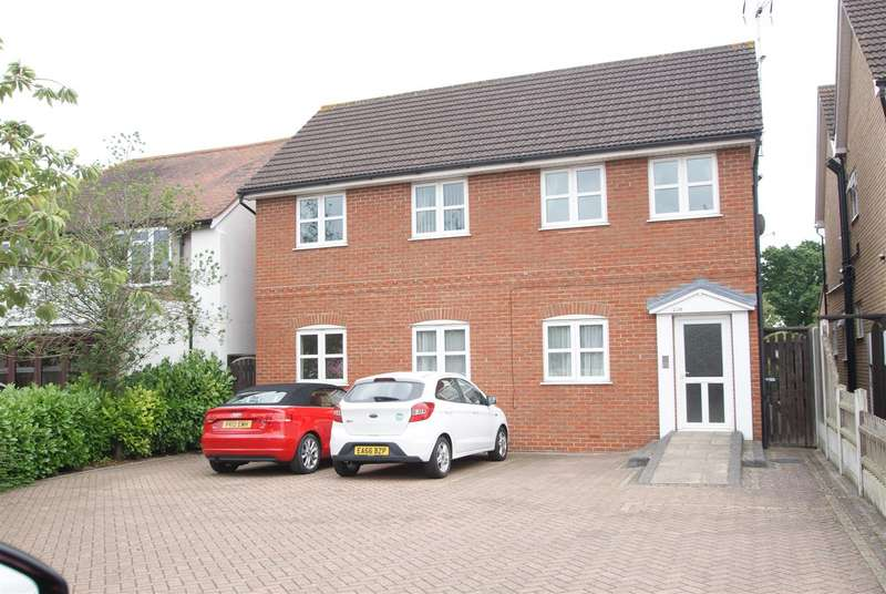 2 Bedrooms Flat for sale in Ferry Road, Hullbridge, Hockley