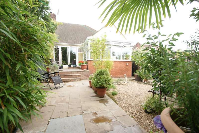 3 Bedrooms Chalet House for sale in Orchard Grove, Leigh-On-Sea