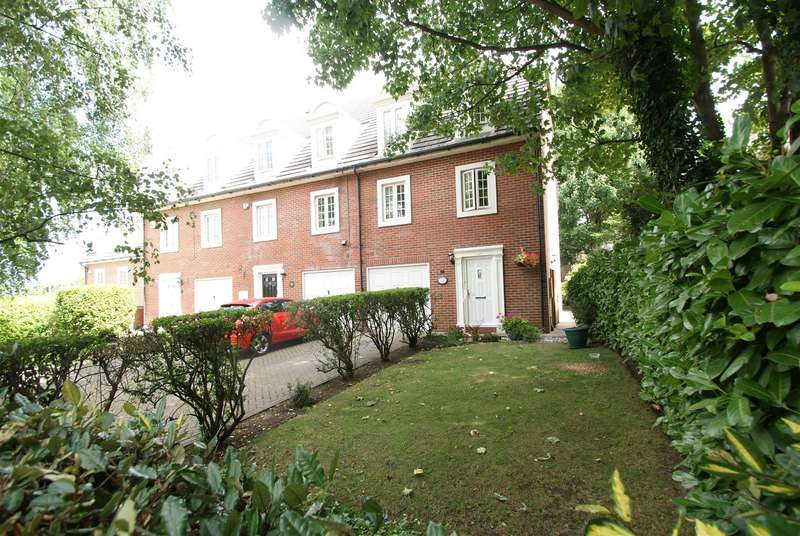 4 Bedrooms Town House for sale in Rectory Garth, Rayleigh