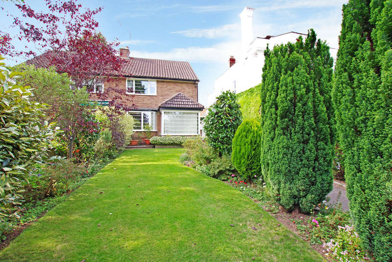 3 Bedrooms Semi Detached House for sale in Newport Road, Stafford