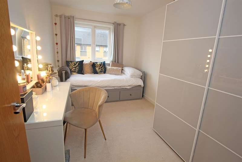 2 Bedrooms Flat for sale in Crambus Court , Admiral Drive , Stevenage , SG1 4GN