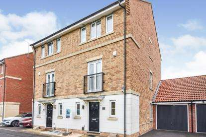 4 Bedrooms Semi Detached House for sale in Lee Chapel North, Basildon, Essex