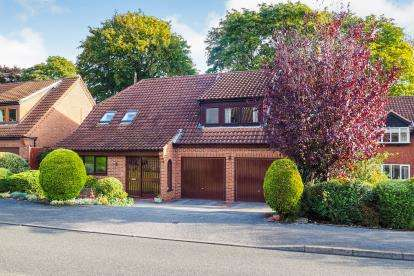 4 Bedrooms Detached House for sale in Rectory Gardens, Wollaton, Nottingham, Nottinghamshire