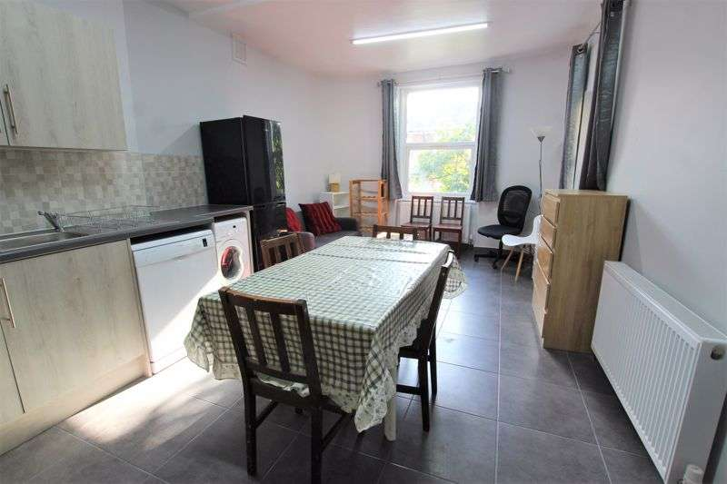 3 Bedrooms Property for rent in Three Double Bedroom Flat to Rent - Camberwell