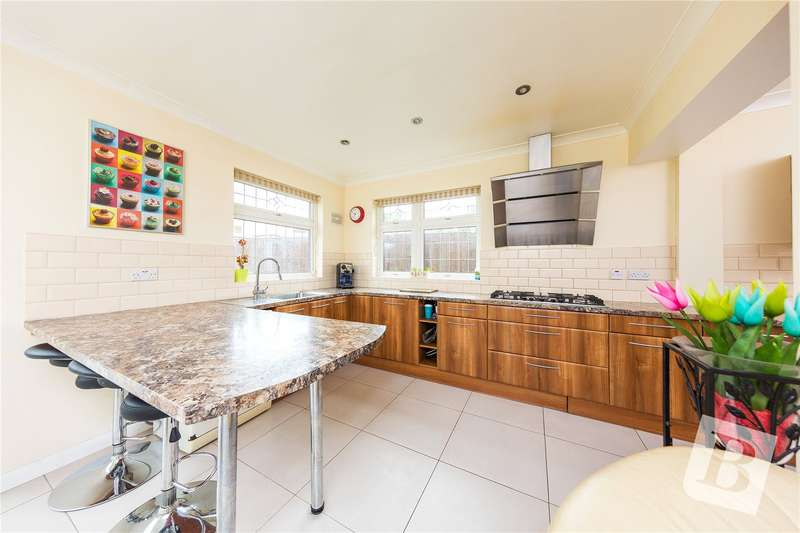 3 Bedrooms Semi Detached House for sale in Whalebone Lane North, Chadwell Heath, Romford, RM6